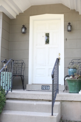 front door white3